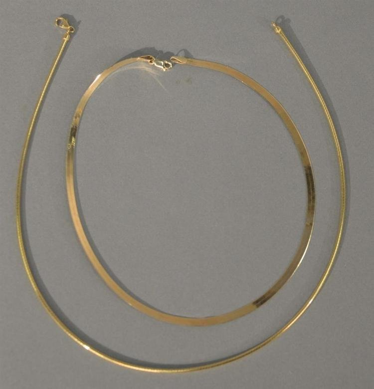 Two gold necklaces, one flat and one round. 20.5 grams