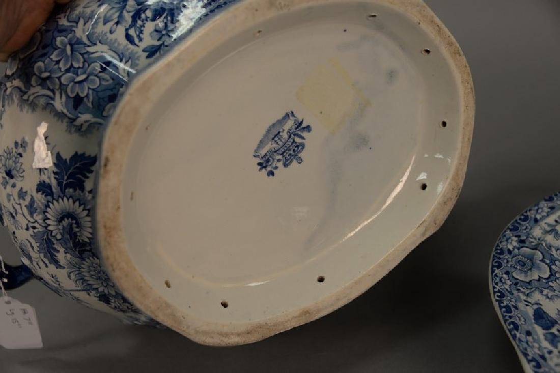 Blue and white Tureen & underplate, marked Nanking Semi - 4