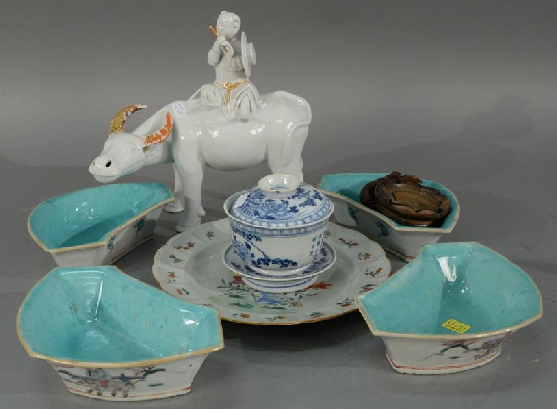 Tray lot of Oriental porcelain items to include blanc
