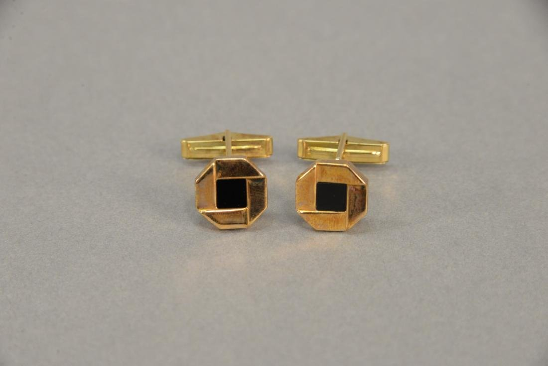 "Pair of 18 karat gold cufflinks, ""Chase"", with black - 2"