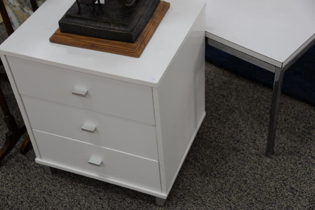 Four piece lot to include a pair of Knoll side tables - 4