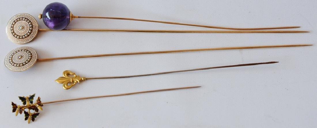 Five piece lot of 10 karat and 18 karat gold Victorian