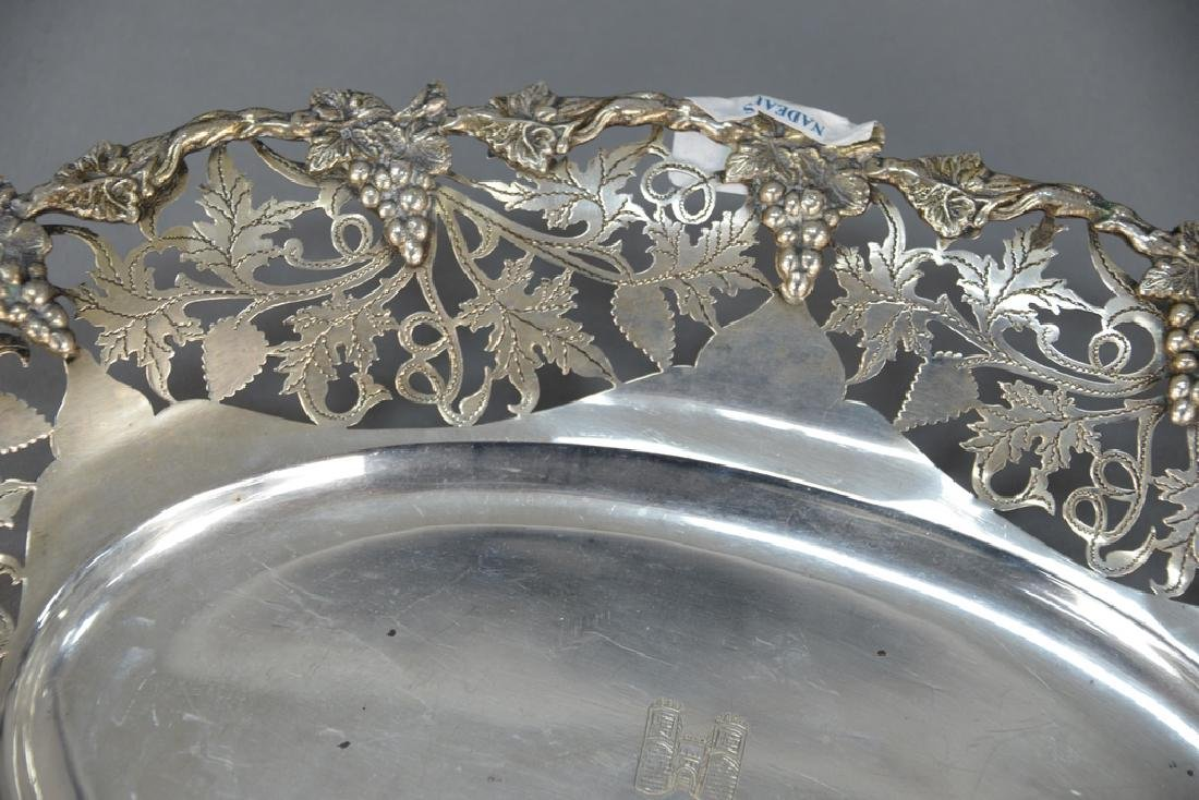 Continental silver oval bowl with reticulated grape and - 2