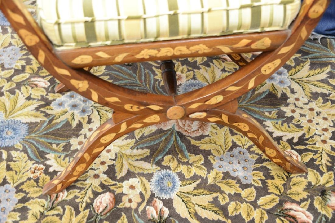 Marquetry inlaid tip top bench, 20th century, diameter - 3