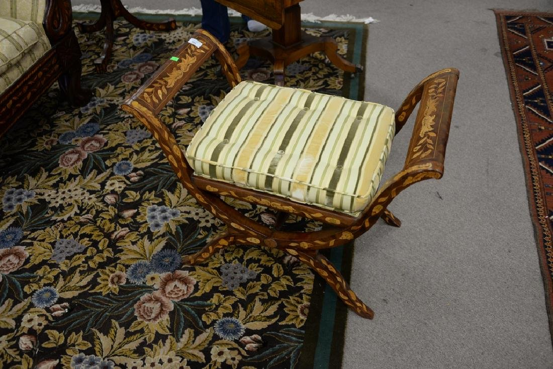 Marquetry inlaid tip top bench, 20th century, diameter - 5