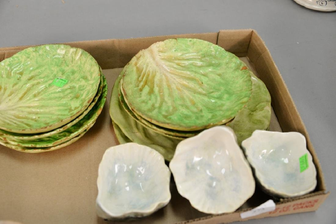 Tray lot with set of nine Italian cabbage leaf plates, - 4