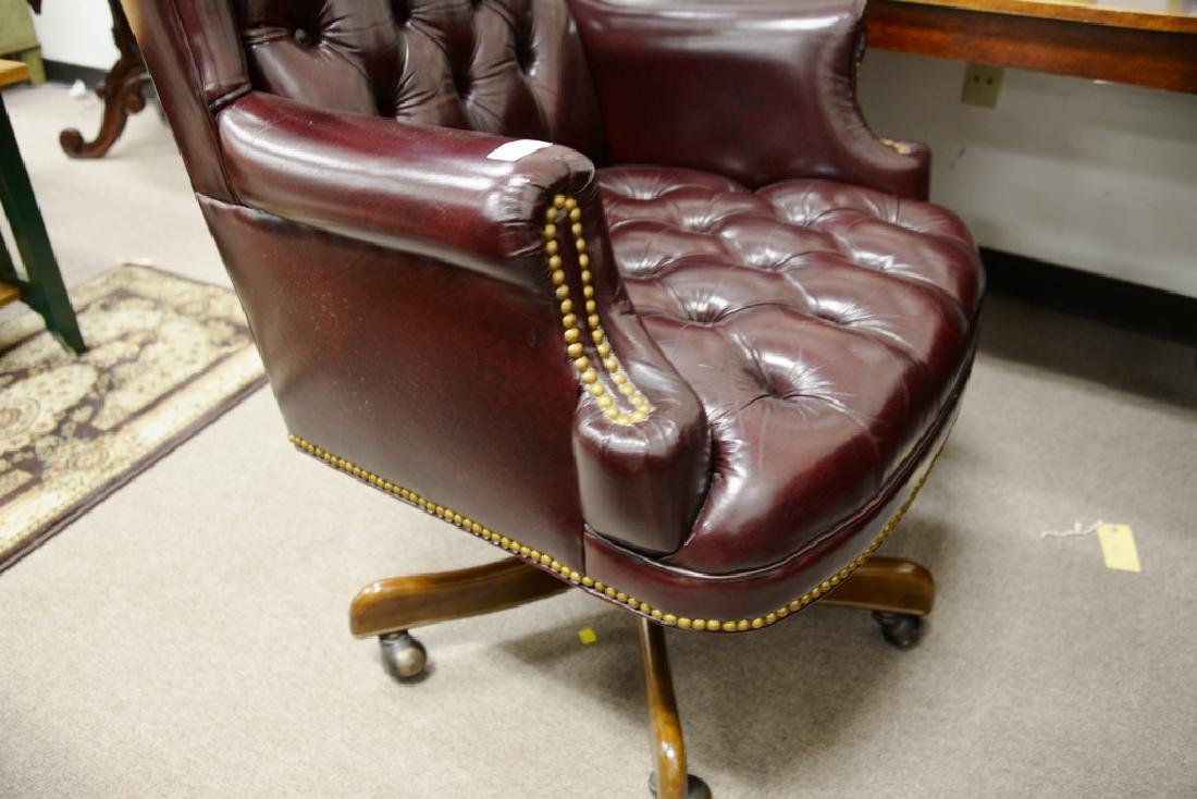 Leather executive swivel chair. - 2
