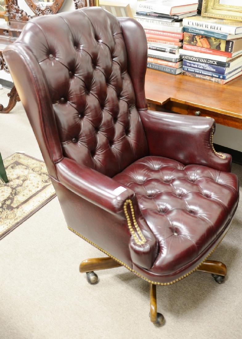 Leather executive swivel chair. - 5
