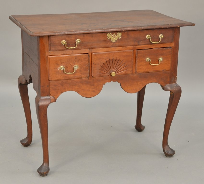 Queen Anne lowboy with molded top over one long drawer