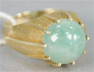 4K gold ring with round cabochon cut jadeite, stone