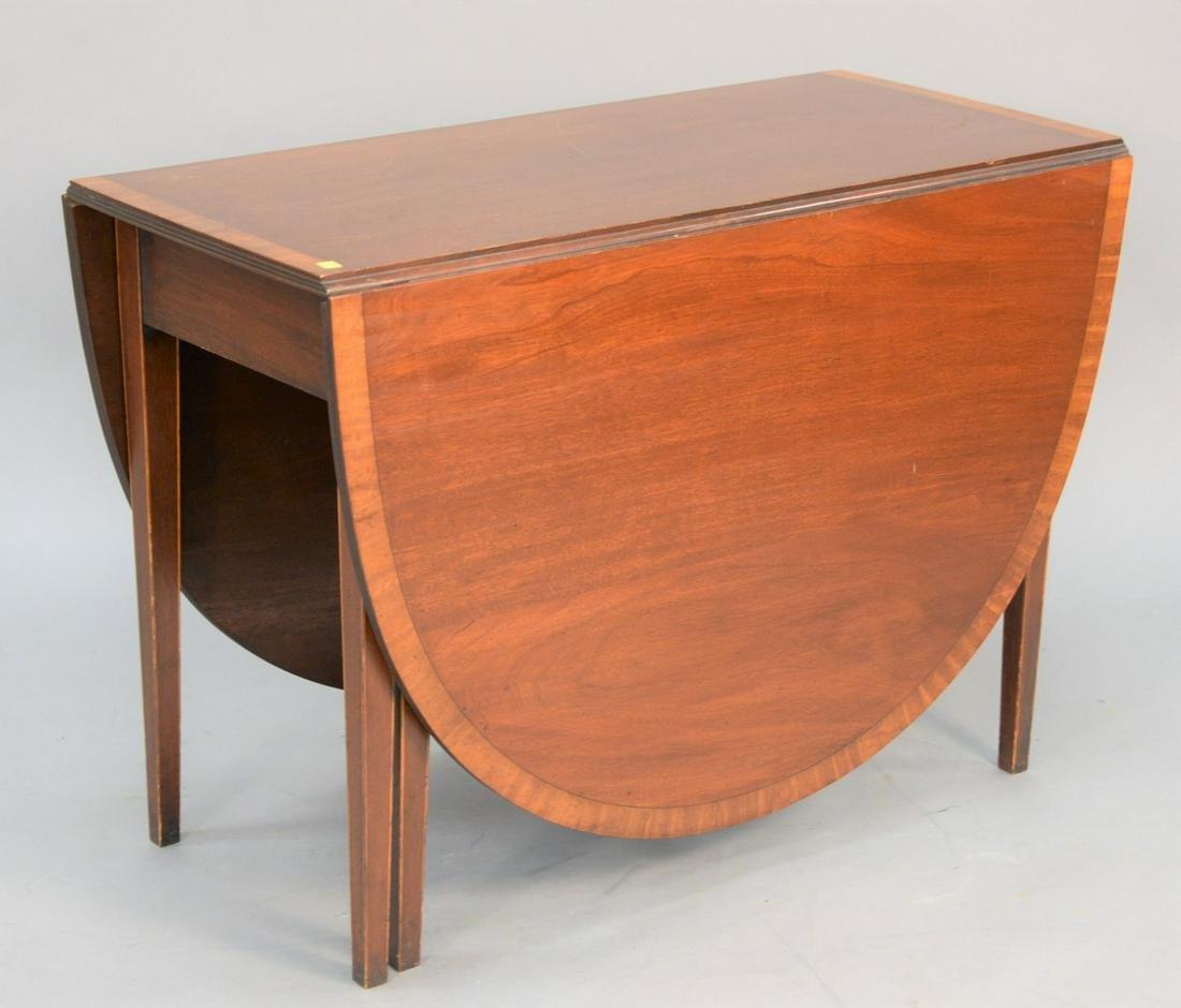 Banded inlaid mahogany dining table having drop leaves,