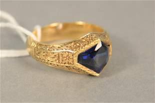 18K - 20K gold ring set with blue stone, 10.6 gr.