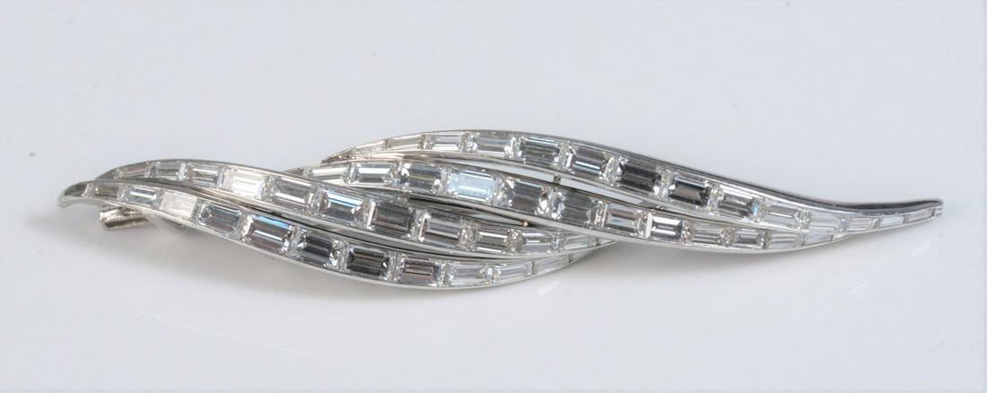 Double Leaf Platinum Baguette Diamond Pin pin measures