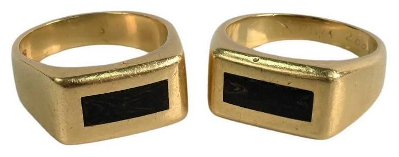Two 18 Karat Gold Rings, both having center wooden