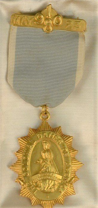"""14K medallion """"The Colonial Dames of America"""" marked on"""