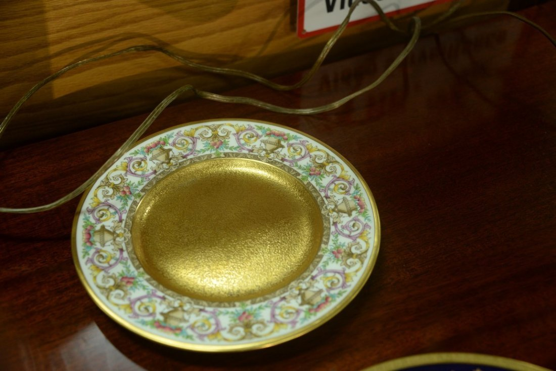 Set of twelve Minton luncheon plates with encrusted - 10
