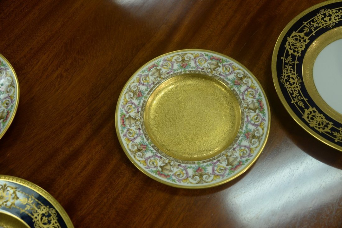 Set of twelve Minton luncheon plates with encrusted - 2