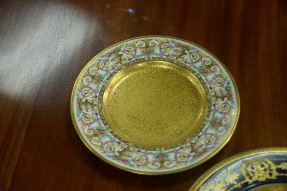 Set of twelve Minton luncheon plates with encrusted - 3