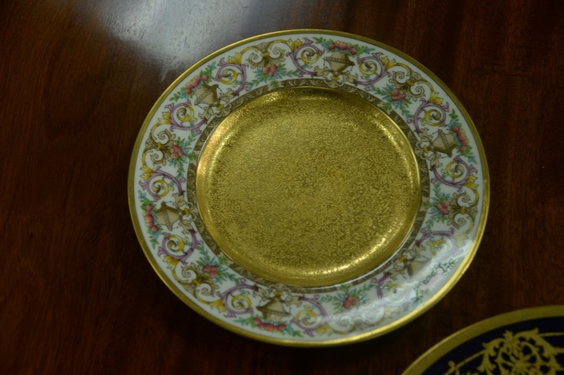 Set of twelve Minton luncheon plates with encrusted - 4