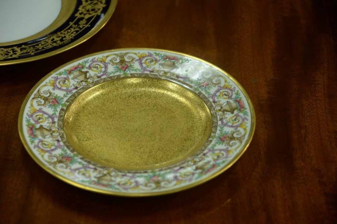 Set of twelve Minton luncheon plates with encrusted - 7