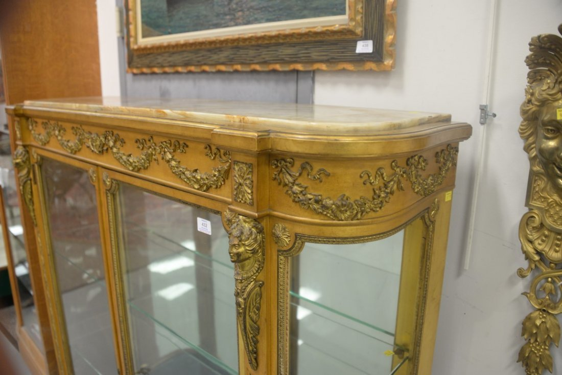 Louis XVI style gilt vitrine having onyx top on cabinet - 3
