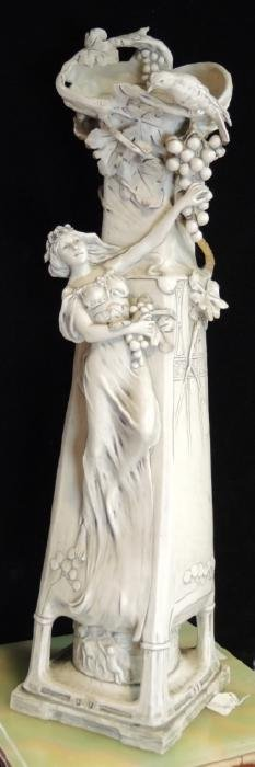 LARGE ART NOUVEAU PORCELAIN VASE