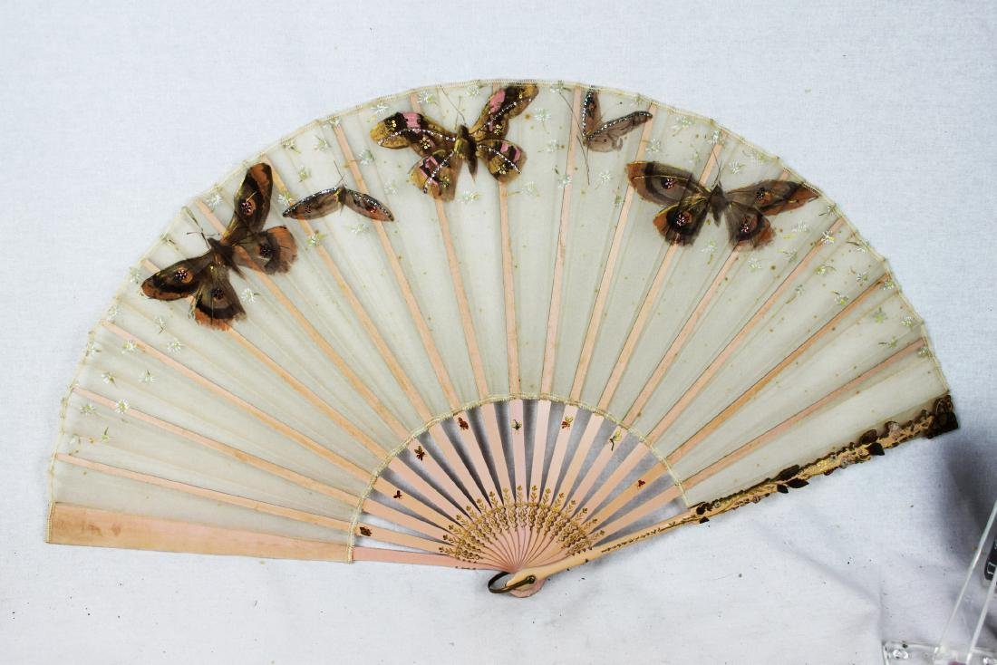 Chinese Folding Fan made with silk.