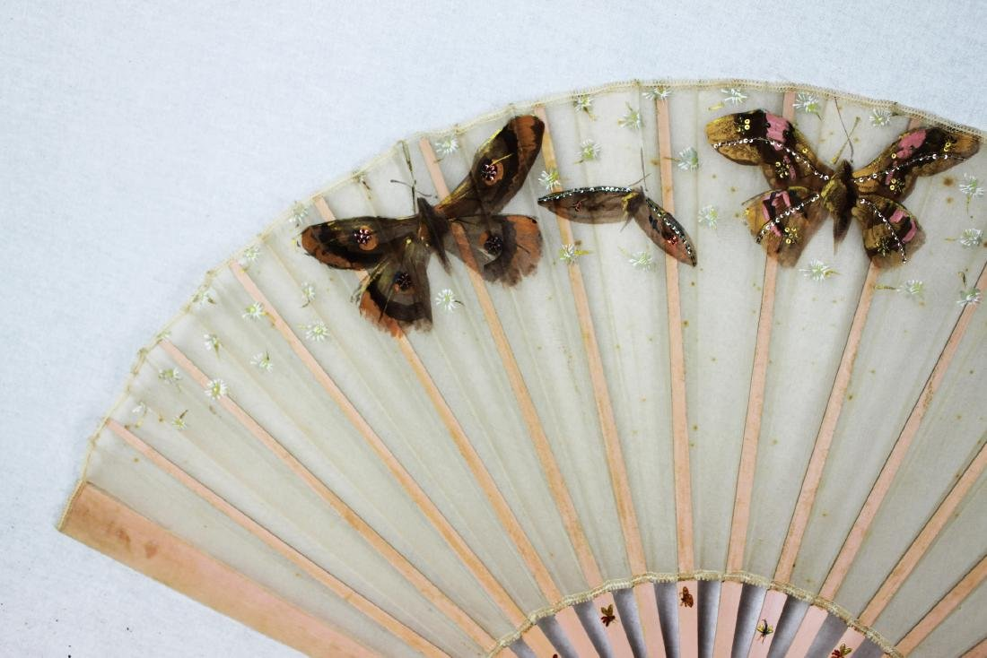 Chinese Folding Fan made with silk. - 2