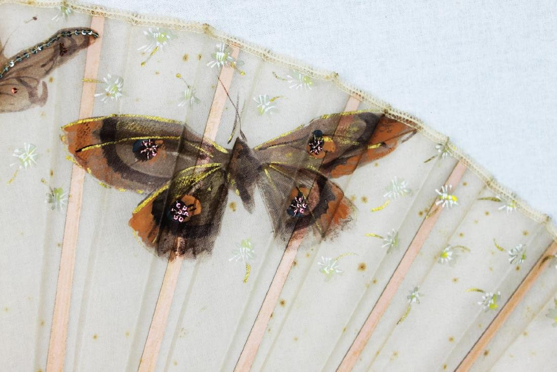 Chinese Folding Fan made with silk. - 4