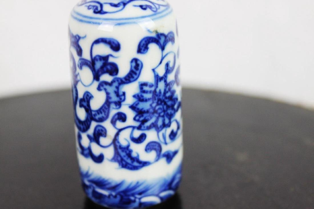 Chinese Porcelain Snuff Bottle - 4