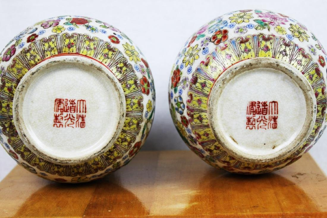 A Pair Famillie Rose Porcelain Vase - 10