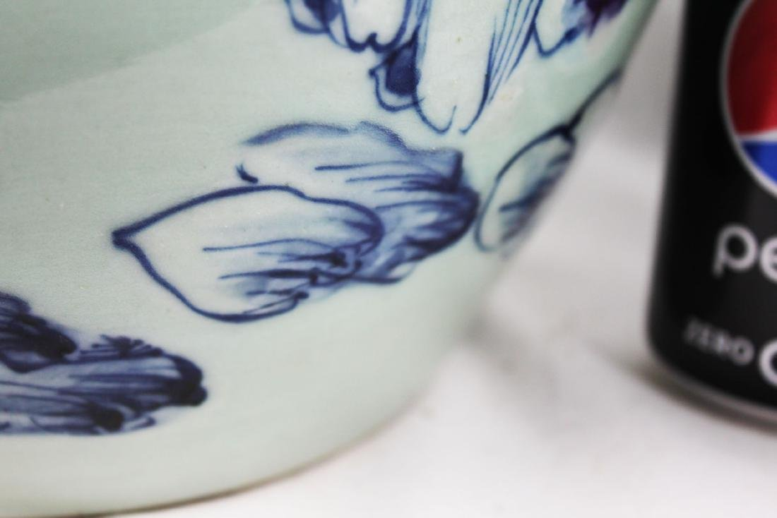 A pair Chinese Porcelain Jars - 6