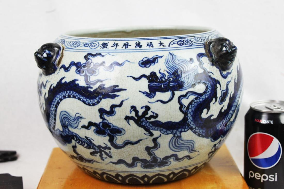 Antique Chinesxe Porcelain Pot from 1800s