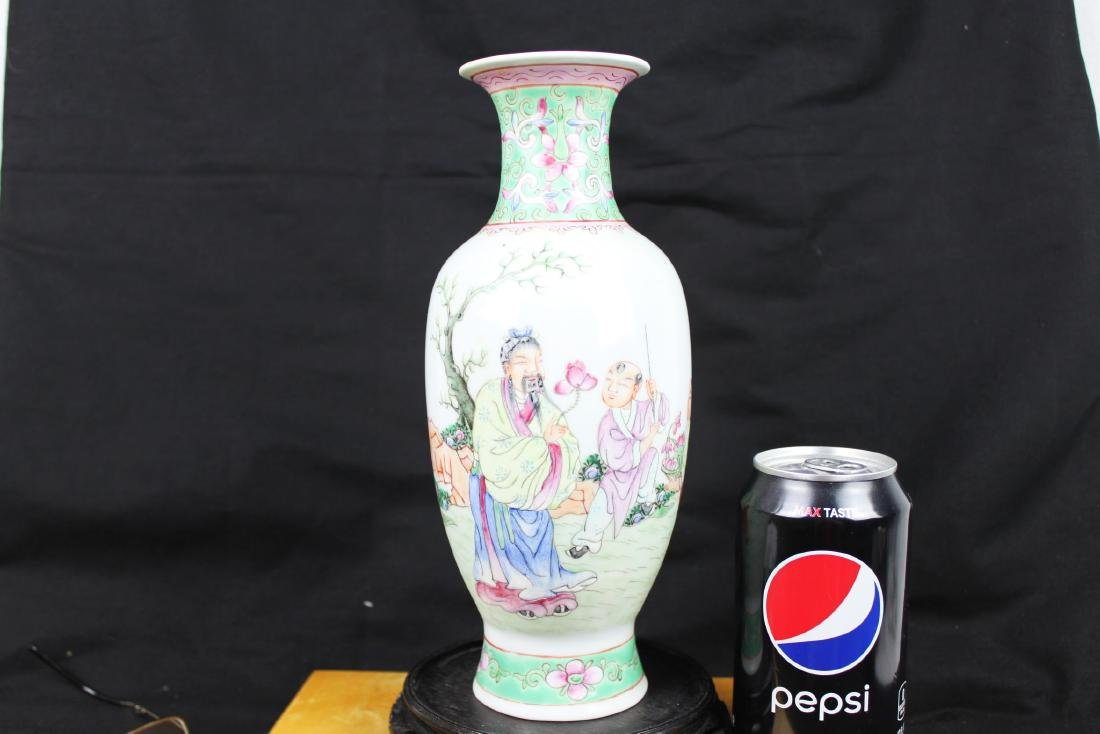 Antique Chinese Wucai Porcelain Vase