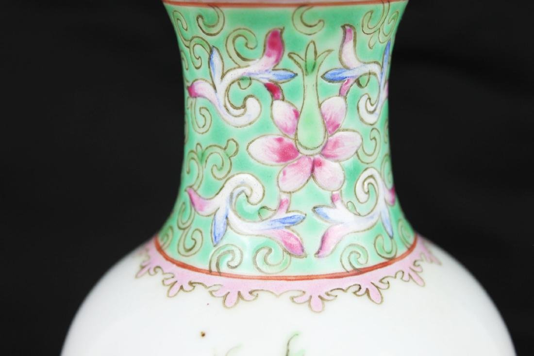 Antique Chinese Wucai Porcelain Vase - 3
