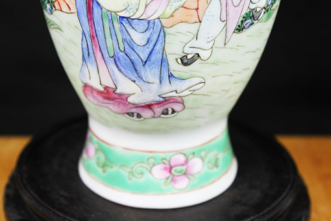 Antique Chinese Wucai Porcelain Vase - 5