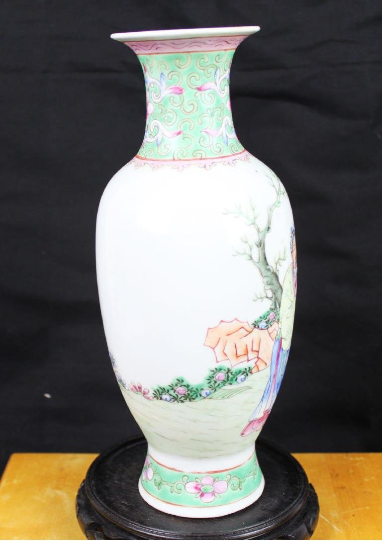 Antique Chinese Wucai Porcelain Vase - 6