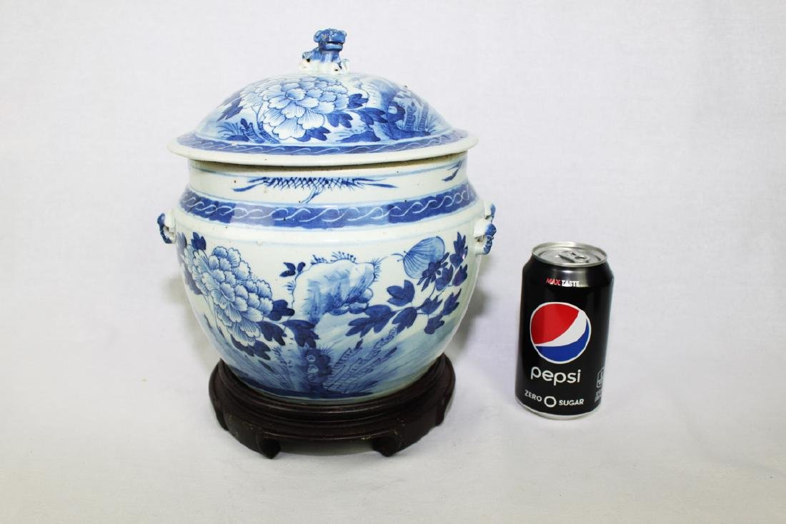 Large Chinese Blue & White porcelain Jar with Wood
