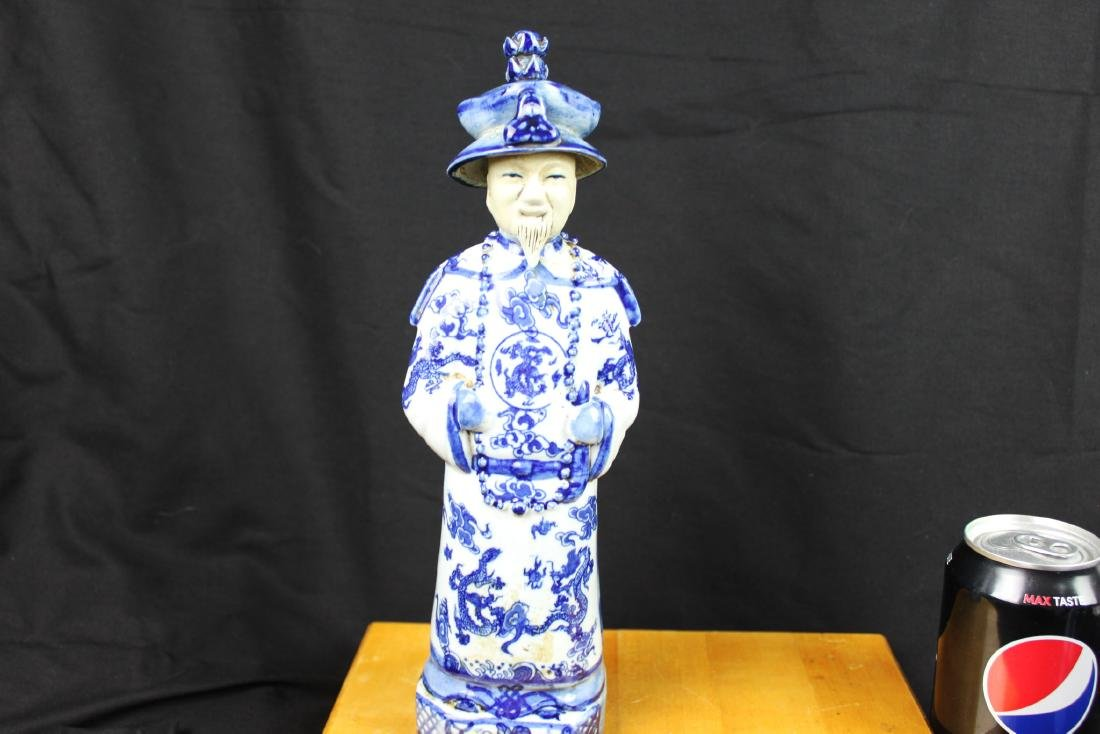 A Pair Chinese Porcelain Statue - 2