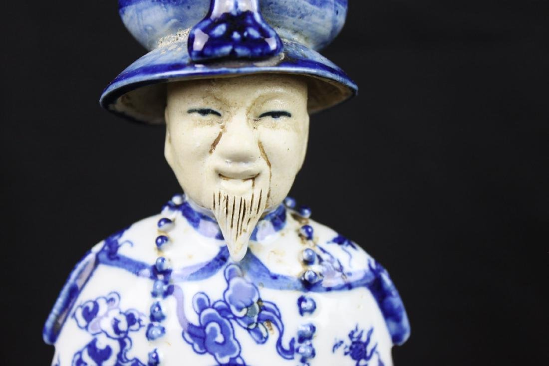 A Pair Chinese Porcelain Statue - 4