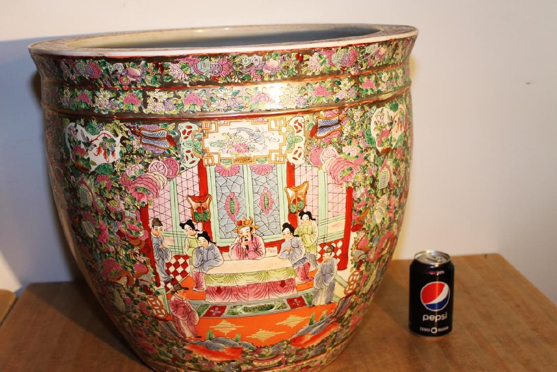 One Large Chinese Famille Rose Procelain Planter with