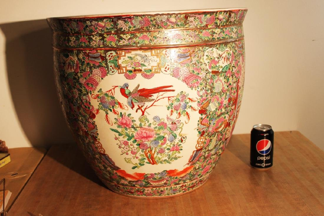 One Large Chinese Famille Rose Procelain Planter with - 2