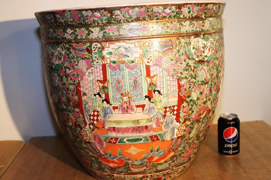 One Large Chinese Famille Rose Procelain Planter with - 3