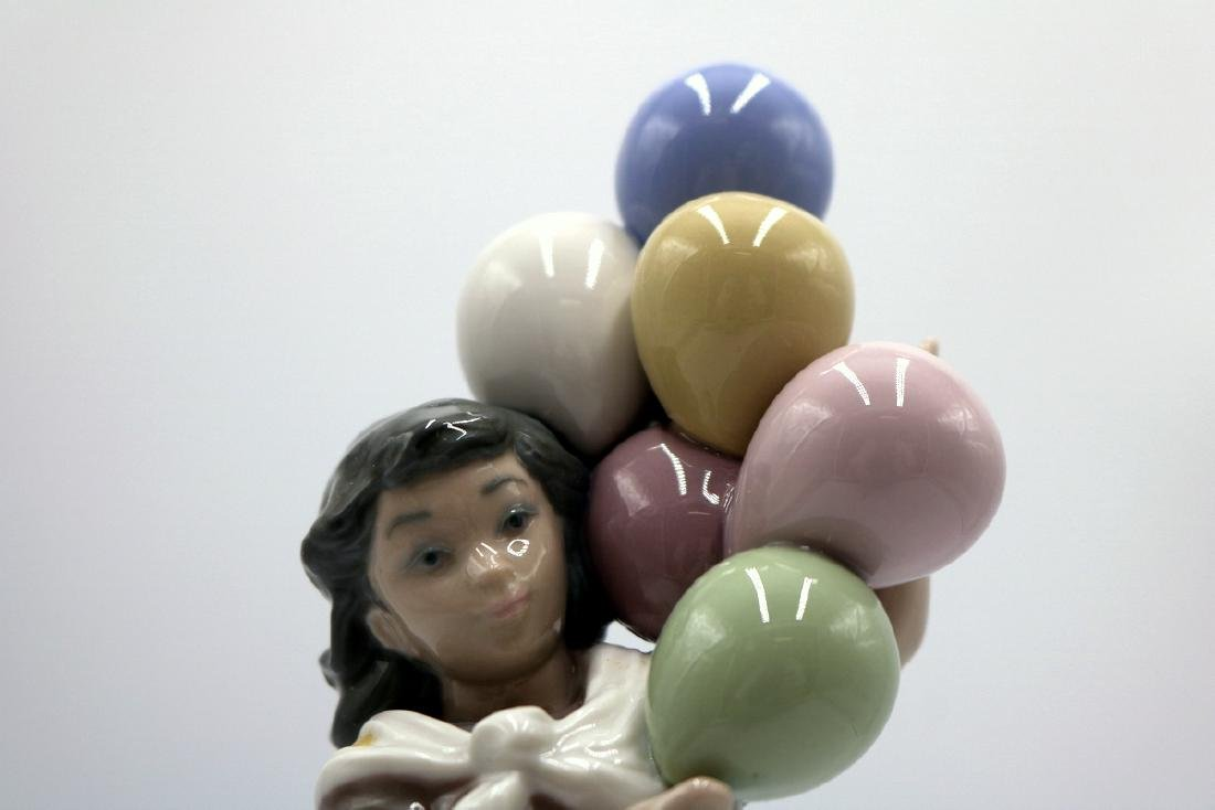 "Lladro ""Balloon Seller"" #5141 Porcelain Figure - 2"