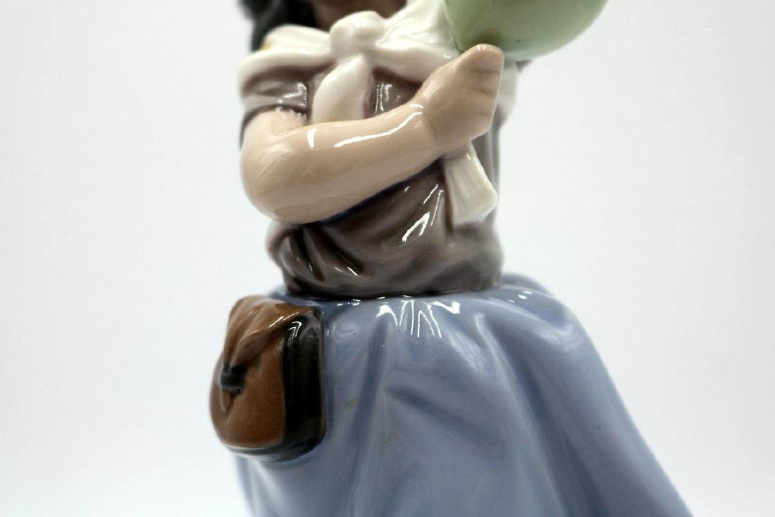 "Lladro ""Balloon Seller"" #5141 Porcelain Figure - 3"