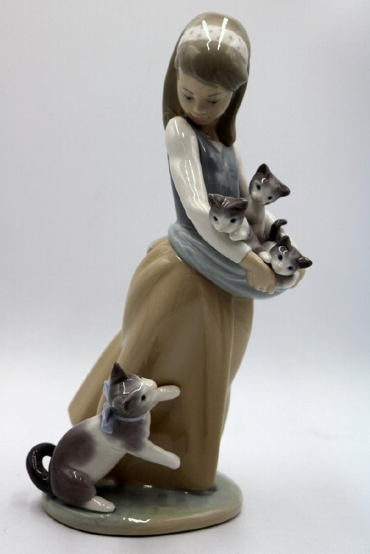 "Lladro ""Following Her Cats"" #1309 Porcelain Group"