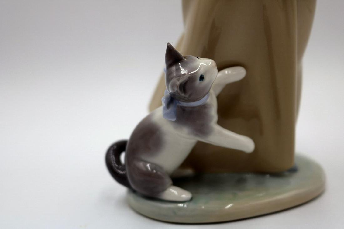 "Lladro ""Following Her Cats"" #1309 Porcelain Group - 3"