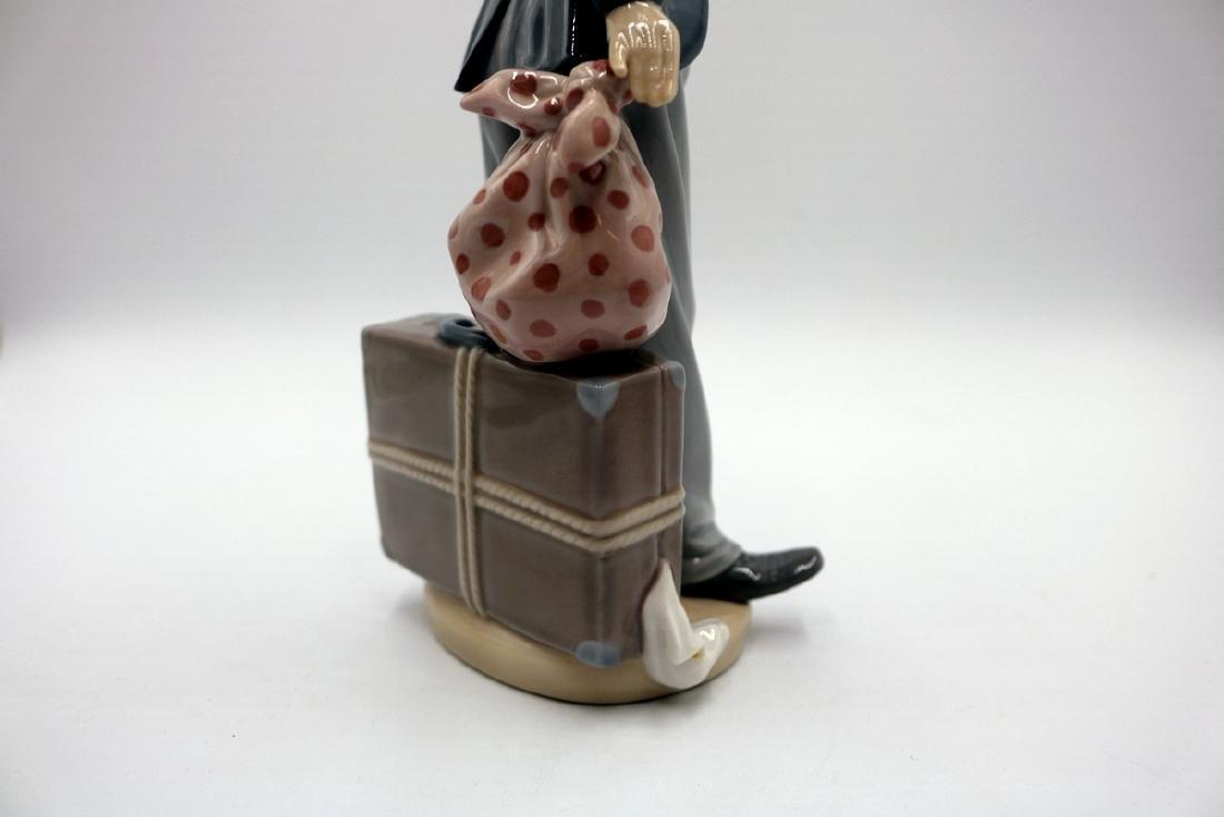 "Lladro ""Charlie the Tramp"" #5233 Porcelain Figure - 4"
