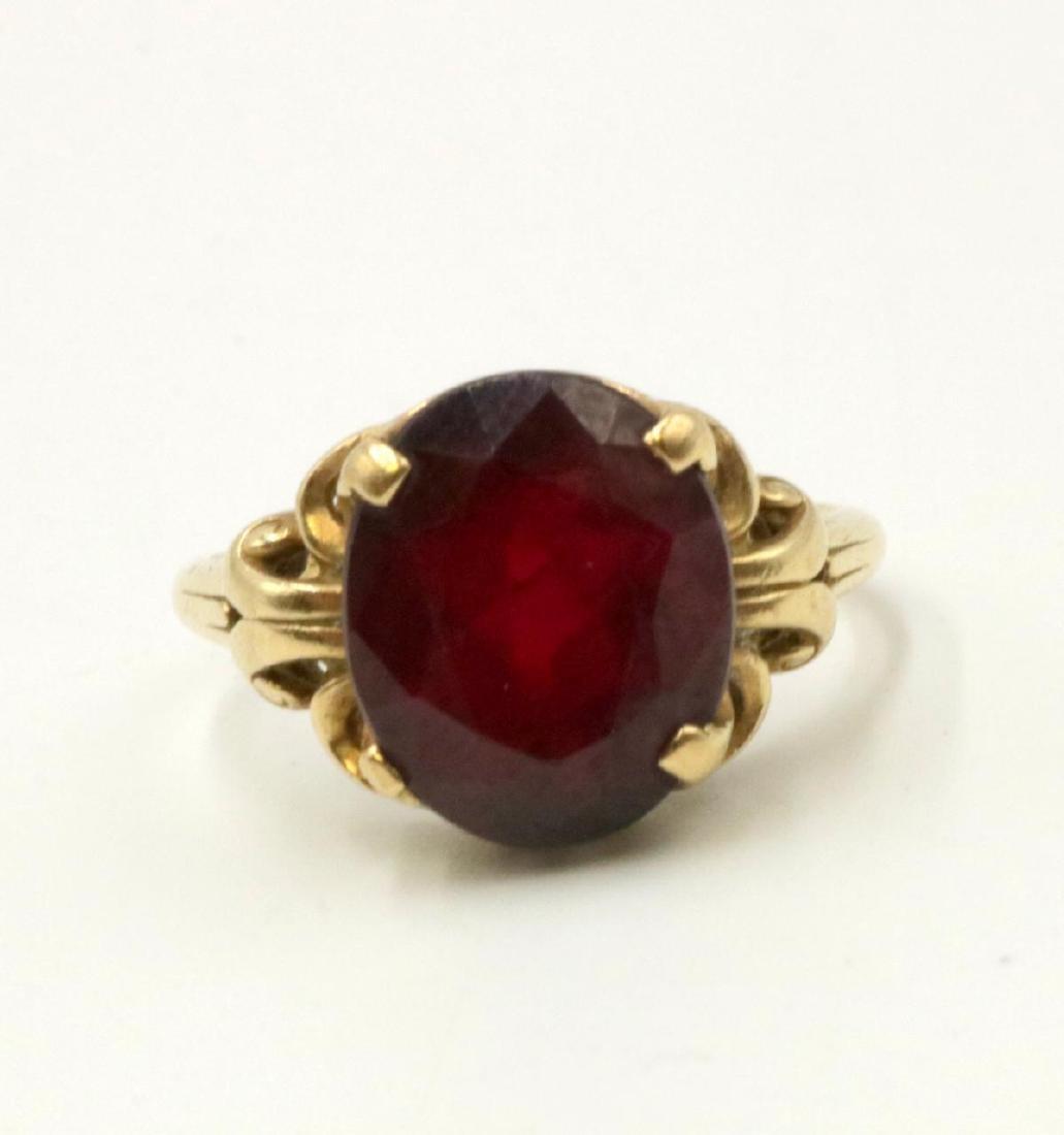 10Kt Garnet Ring