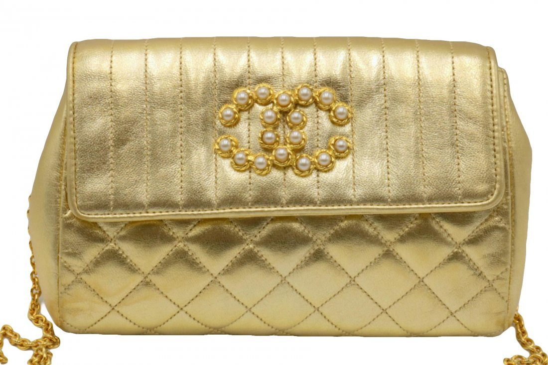 Beautiful Chanel Gold Leather Purse